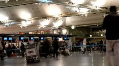 Time lapse of passenger in the  Airport HD 1080p — Stock Video