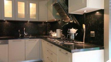 在豪华住宅的厨房 — 图库视频影像