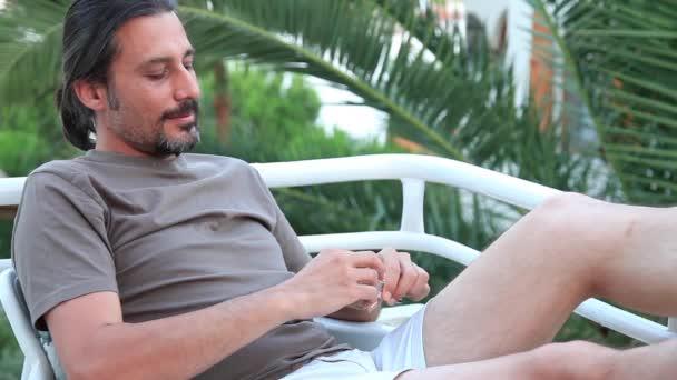 Hombre de humo — Vídeo de stock