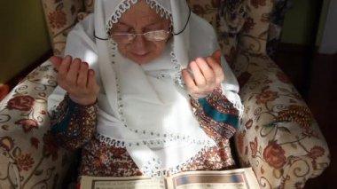 Müslüman kadınlar 2 hd 1080 p dua — Stok video