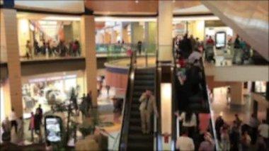 Промежуток времени люди в торговом центре, де фокус стрелять — Стоковое видео