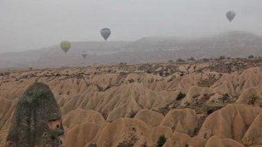 Air balloon trips at Famous city  Cappadocia — Stock Video