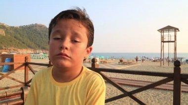 Child boring — Stock Video