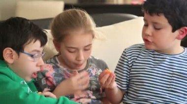 Friends eating potato chip — Stock Video