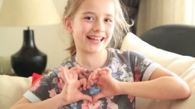 Little girl making a heart symbol — Stock Video