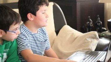 School children using computer — Stock Video