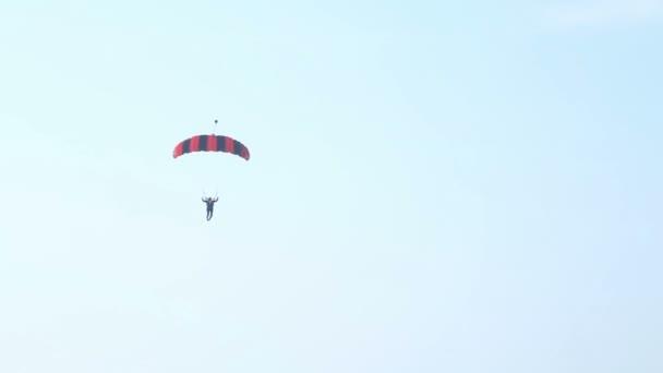 Paracaídas aterrizada — Vídeo de stock