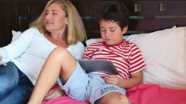 Mother and son with a digital tablet — Stock Video