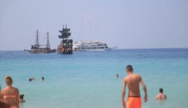 Yaz tatil etmek sahilde — Stok video