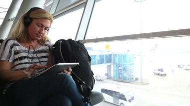 Woman using digital tablet at the airport — Video Stock