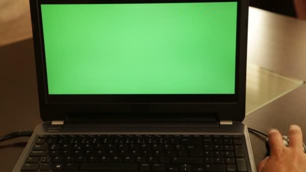 Green screen laptop monitor — Vidéo