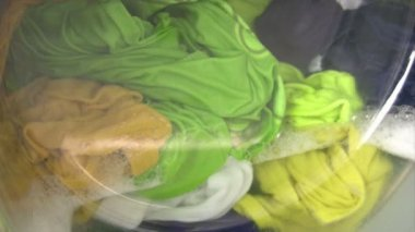 Washing machine with colorful laundry — Stock Video