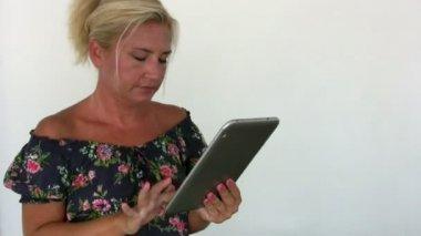 Woman receiving good news — Stock Video