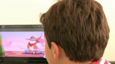 Child watching tv — Stock Video