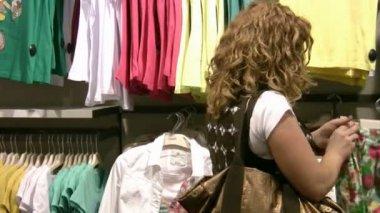 Woman shopping — Stock Video
