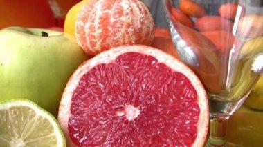 Fresh citrus juices — Stock Video