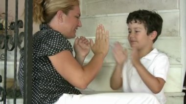 Madre e hijo — Vídeo de stock