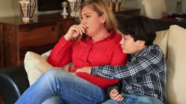 мать с сыном видио