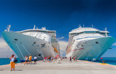 "Giant cruise ships Carnival ""Valor"" and ""Mariner of the Seas"" are docked together. Over 7,000 passengers are coming out to visit Caribbean island — Stock Photo"