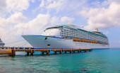 """Large cruise ship """"Voyager of the Seas"""" is docked. — Stock Photo"""