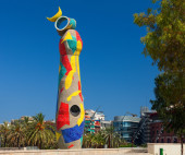 """Dona i Ocell"" (Woman and Bird) sculpture by Joan Miro located in the Parc Joan Miro. — Stock Photo"