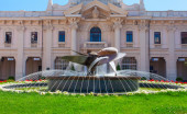 """Stazione Marittima"" - central cruise terminal building with propeller fountain. Genoa, Italy. — Stock Photo"