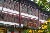 """Facade of the building in """"The City God Temple"""" district. Shanghai, China — Stock Photo"""