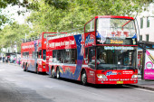"Sydney red touristic bus ""Explorer"" providing exciting ""Hop on Hop off"" excursion around the city — Stock Photo"