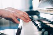 Hands of a piano player — Stock Photo