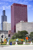 View of CNA Plaza and Willis Tower — Stock Photo