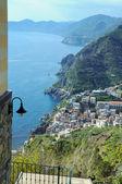 Riomaggiore village, Cinque Terre, rocky coast in Liguria. — Stock Photo
