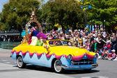 Disney Stars et défilé de voitures, une Parade à Disneyland Resort Paris — Photo