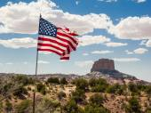 Mountain peak with flag in the foreground, Arizona, United States — Stock Photo