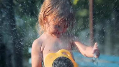 Girl pours water from a hose — Stock Video