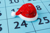 Cap of Santa Claus on the calendar — Stock Photo