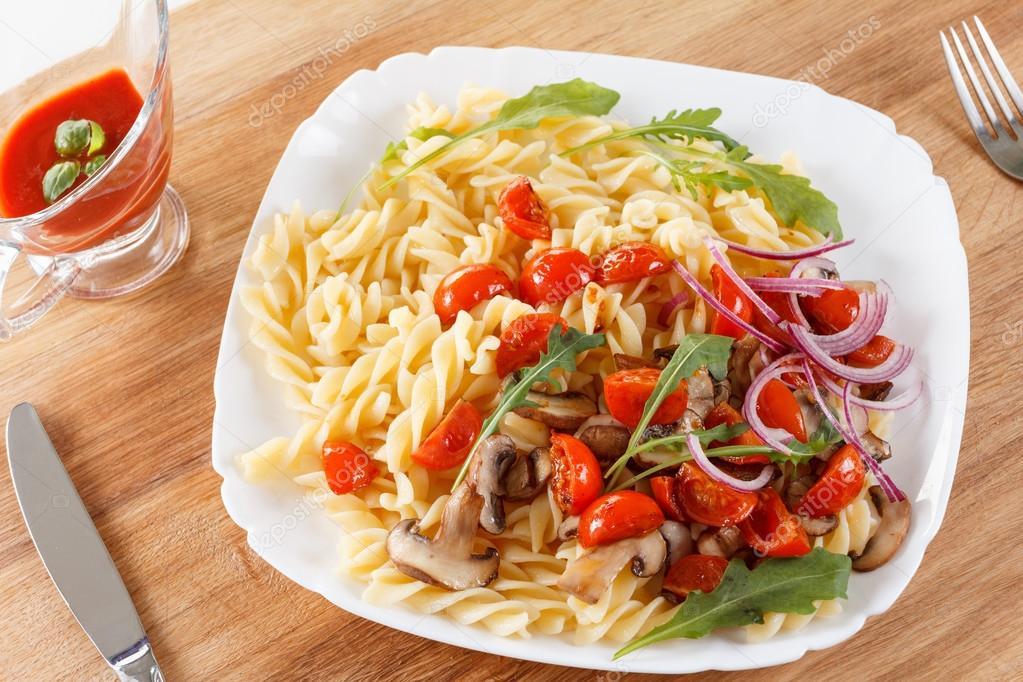 P tes aux champignons tomates cerises sauce tomate et - Cuisine italienne pates ...