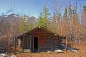 Log cabin in Alaska in Autumn — Stock Photo