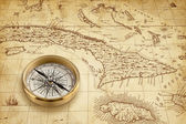 Eski korsan harita pirinç pusula ile — Stok fotoğraf