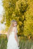 The bride in a white dress — Stock Photo