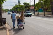 Carbage collector walking on a street in cuba — Stock Photo
