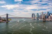 Brooklyn Bridge and downtown Manhattan — Foto de Stock