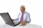 Senior with laptop computer — Stock Photo