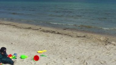 Little boy on the beach — Stock Video