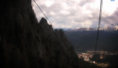Cable car climbing  up on mountain — Stock Video