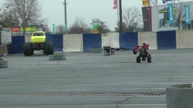 ATV back wheels drive — Stock Video