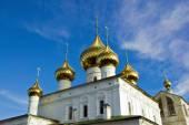 Złotych kopuł zmartwychwstania katedry (Uglich) — Zdjęcie stockowe