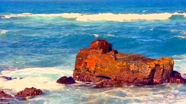Waves breaking on rocks — Stock Video