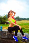 The girl is resting after jogging — Stock Photo