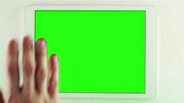 Using Tablet Pc With Green Screen — Vídeo stock