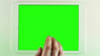 Using Tablet Pc With Green Screen — Stock Video